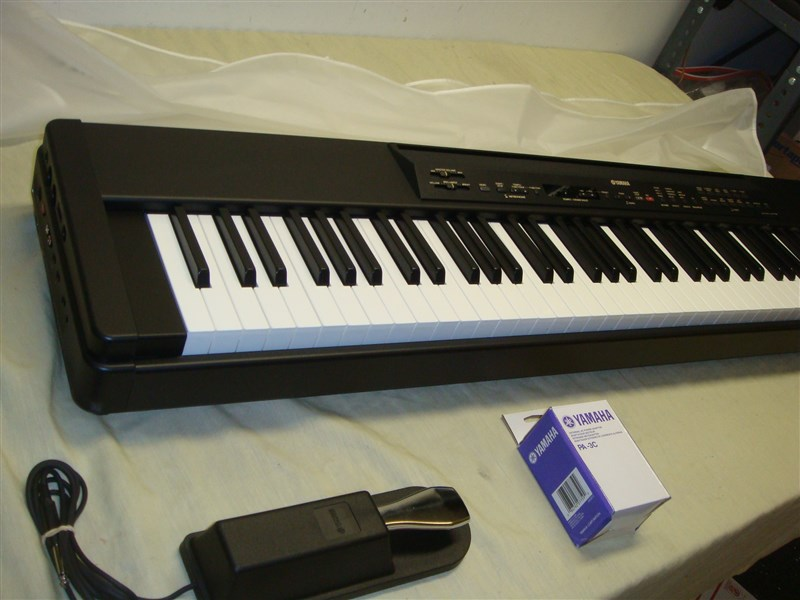 yamaha p80 88 key weighted digital piano keyboard with pedal dust cover look ebay. Black Bedroom Furniture Sets. Home Design Ideas